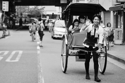 Friendly-Foot-rickshaw,-Tokyo
