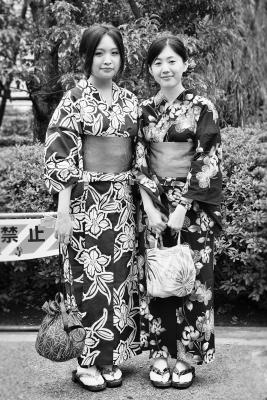 Girls-in-Kimono-Tokyo