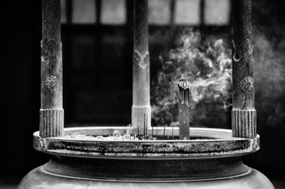 Tokyo-Temple-Holy-Incense