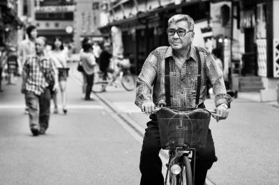 Urban-cyclist-in-Tokyo